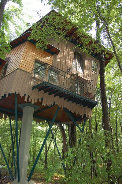 tn_Treehouse bedroom balcony.jpg