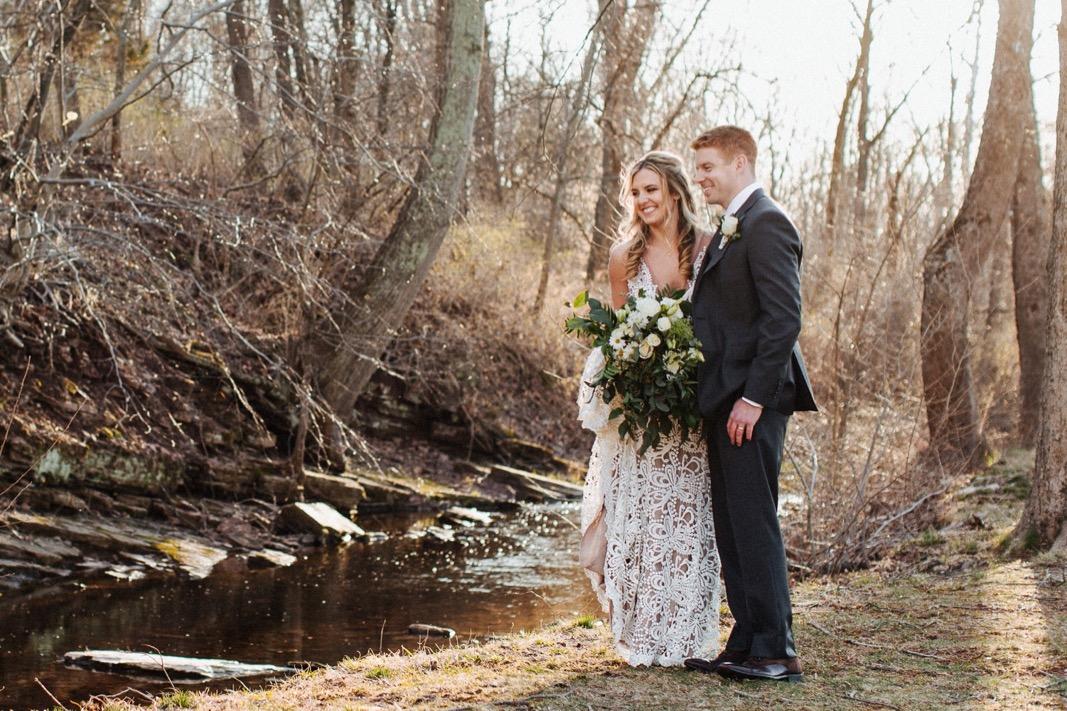 38_18_03_31_dana_pat0427_barn,_rustic,_spring,_wedding,_nature,.jpg