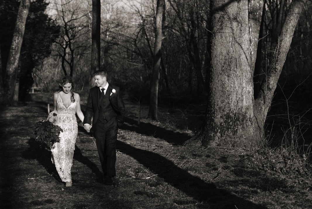 43_18_03_31_dana_pat0425_barn,_rustic,_spring,_wedding,_nature,.jpg