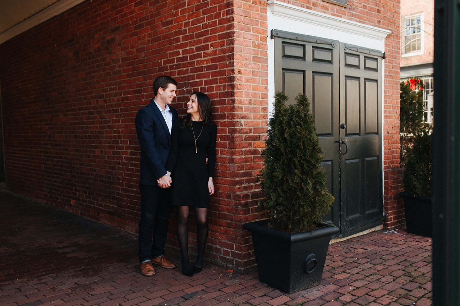 09_Headhouse_photography_engagement_philadelphia.jpg