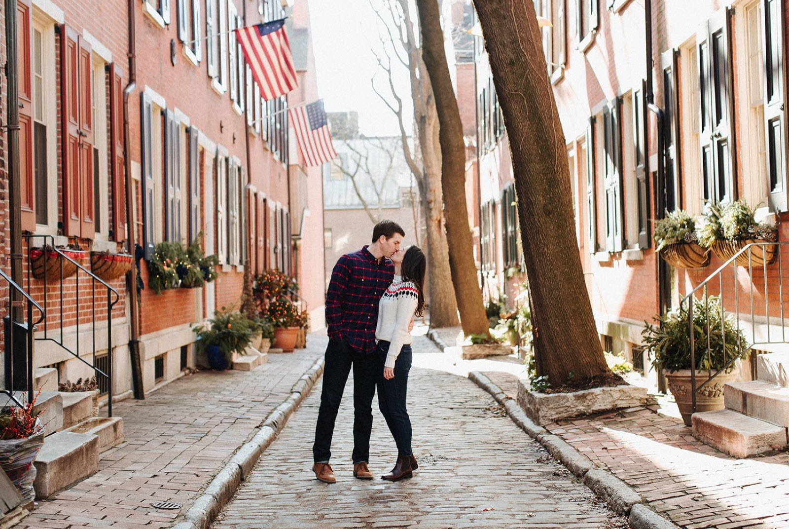 15_Headhouse_photography_engagement_philadelphia.jpg