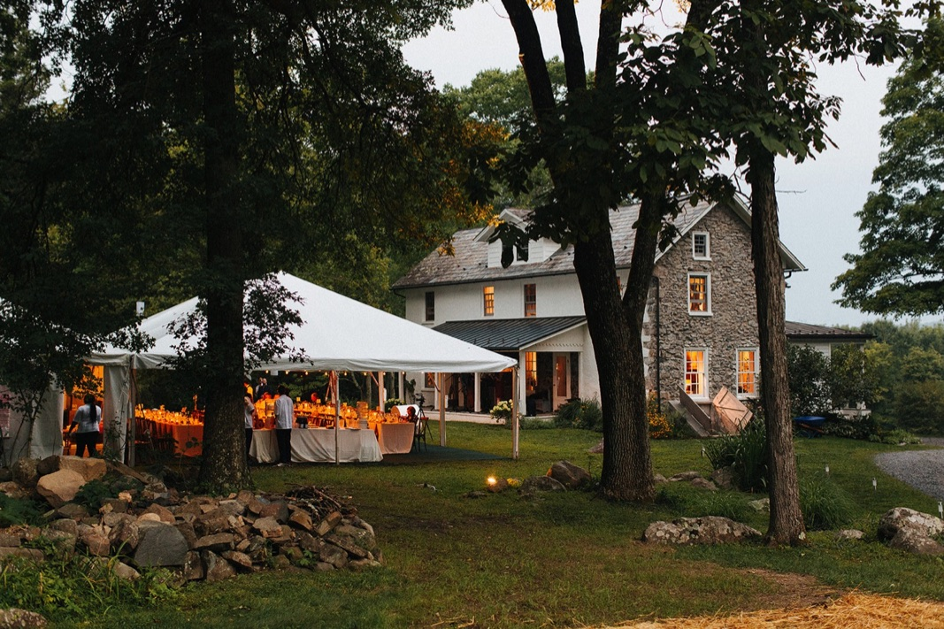 02_county_backyard_country_wedding_bucks.jpg