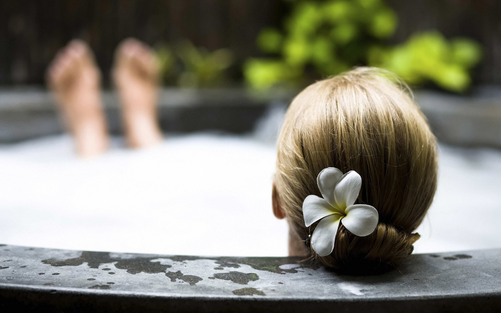 flower-hairs-head-woman-jacuzzi-spa-girls.jpg