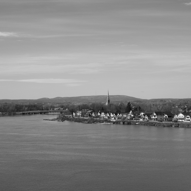 Ottawa river view to Quebec