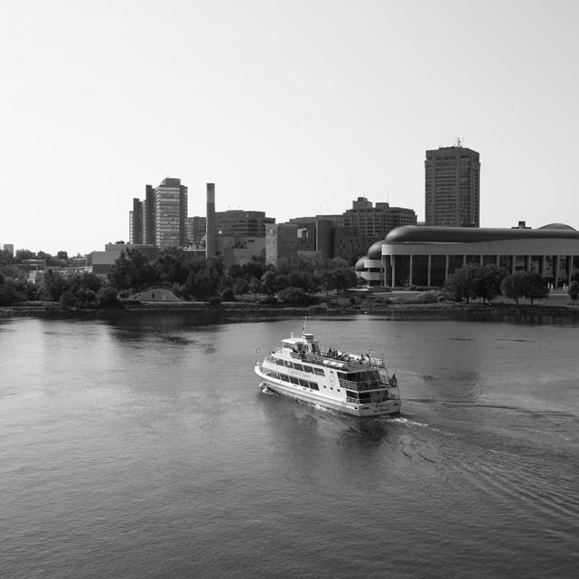 Tour boat Ottawa river