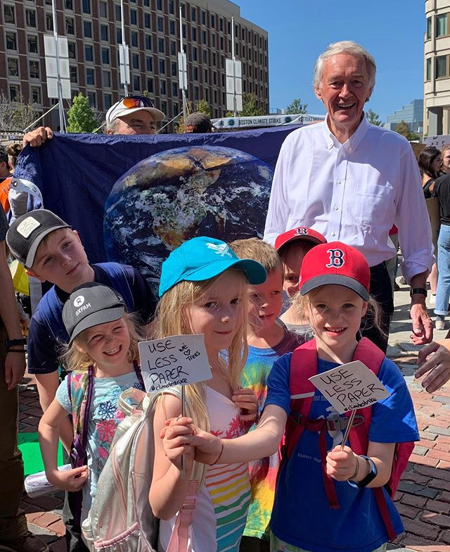 Thanks to @jebnotgeorge for the photo 📸, @margaretjabutler for the excellent signage 👌🏽, @edmarkey  for showing up for our planet 🌎, and @mikeirwinmonte for taking time out of your day to help our children raise their voices💪🏼! #climatestrikeboston #thereisnoplanetb