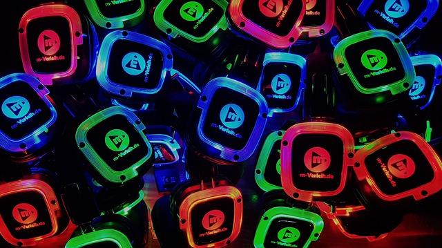 headphones-2684423_640.jpg