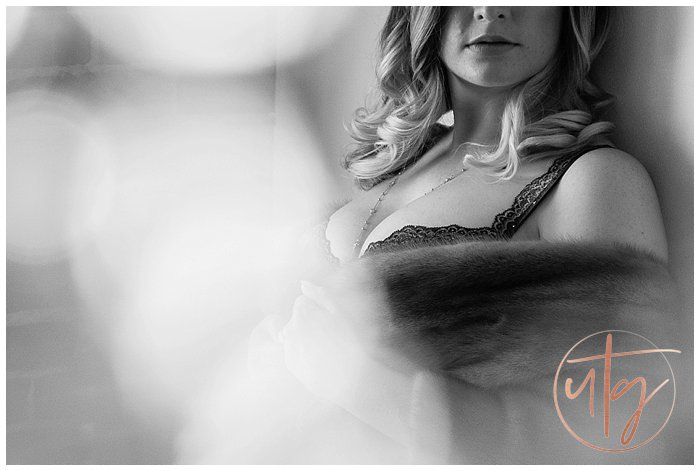 boudoir photography denver vintage fur cleavage.jpg