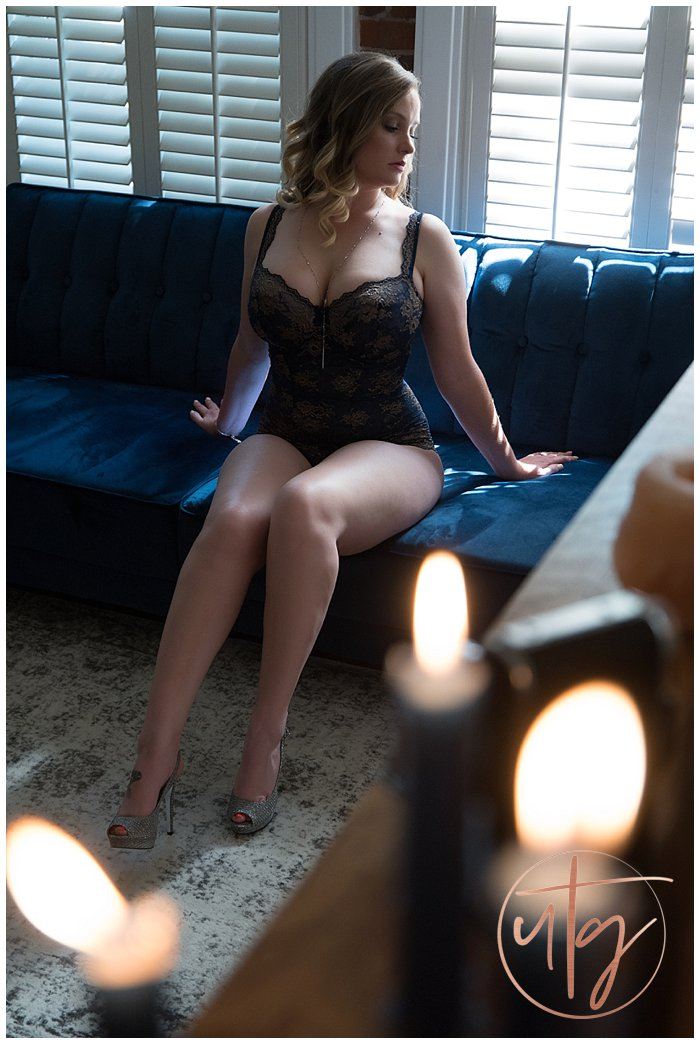boudoir photography denver colorado velvet couch lace bodysuit.jpg