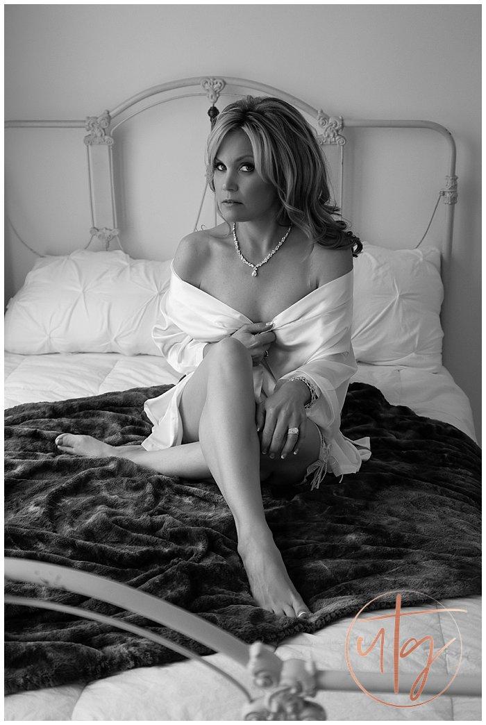 boudoir photography denver white robe.jpg