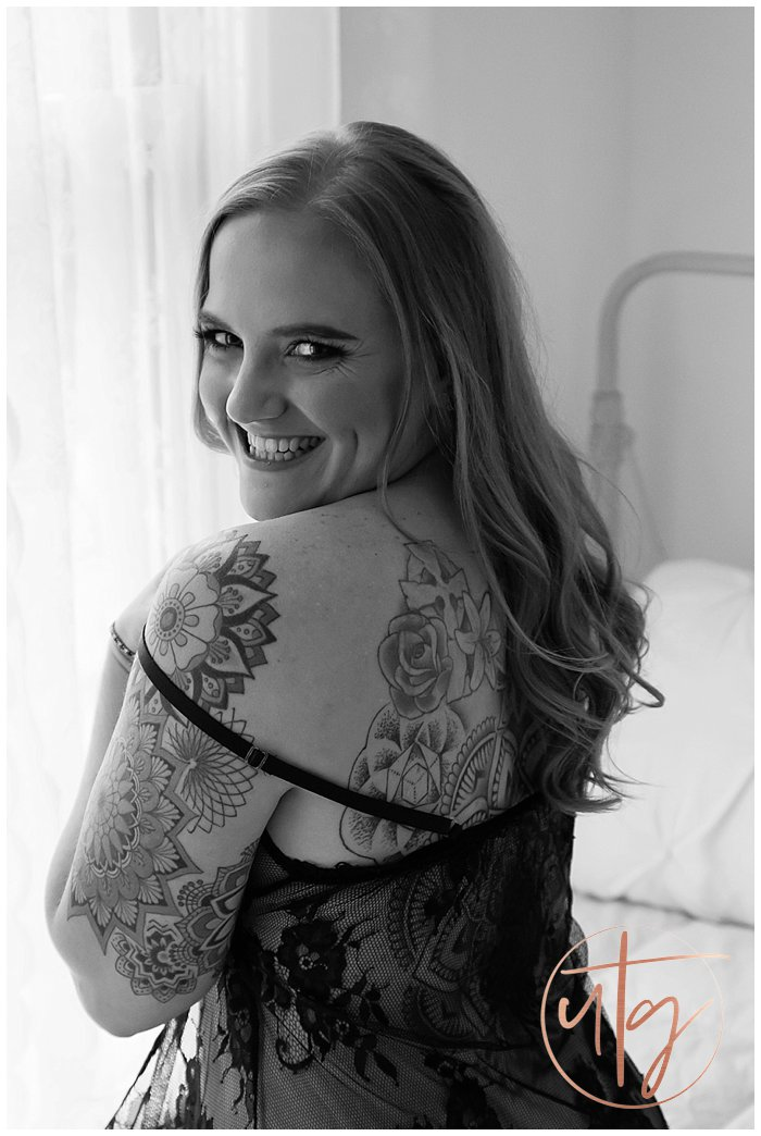 boudoir photography denver smile lace slip.jpg