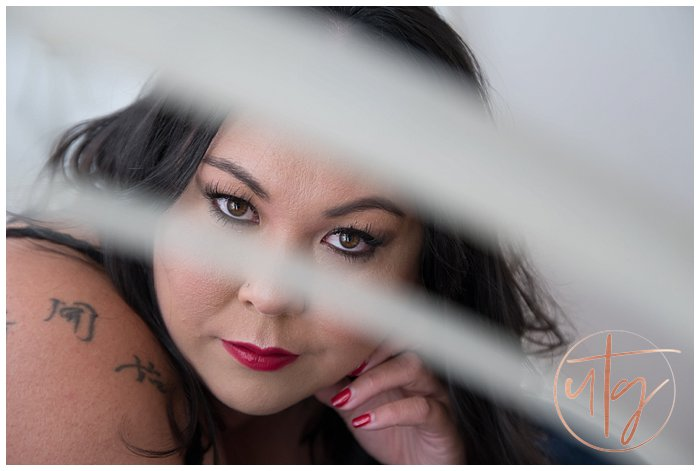 boudoir photography denver eyes red lips.jpg