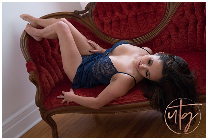 boudoir photography denver red vintage chaise lace.jpg