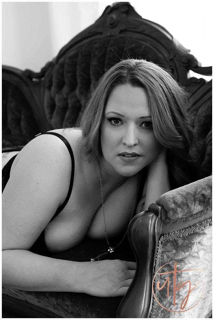 boudoir photography denver bw portrait chaise.jpg