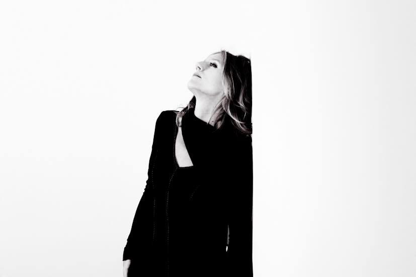 Thank you Andrea for this sneak peak from the photo shoot! So very excited to see how these gorgeous photos came out!  #Repost @andrea_peller ・・・ Eswärjaschonallesaufgebaut#potzblitz#lieberdiesteckerziehen#kurzschlußausschluß#waiting#dochnochdienägelfeilen#daisyjopling#sonsthaltmorgen#soeingewitteraber#