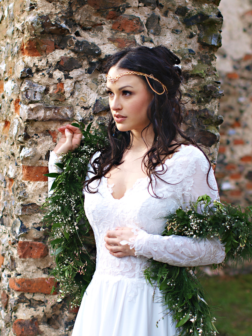 Circlet anyone? A beautiful alternative to a tiara, and who said you can't wear your bouquet?