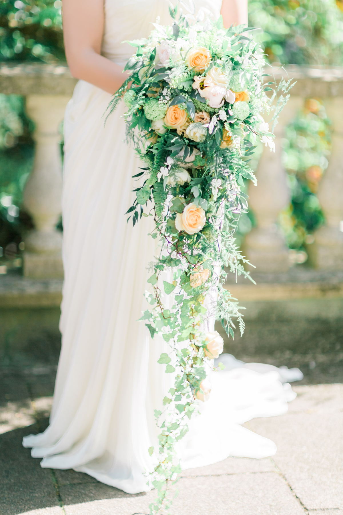 The right bouquet can really accentuate a look and add drama. This gorgeous trailing number by Amie Bone creates length and height.