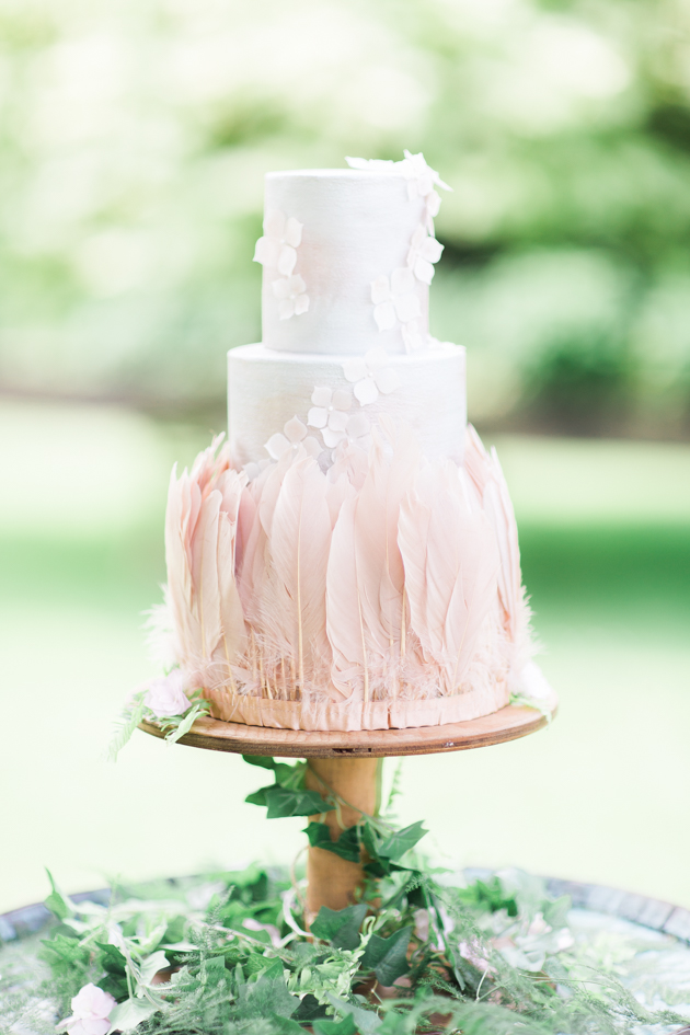 Feathers and flowers: blush pink is one of my favourite shades for weddings and this beautifully delicate 3 tiered cake by Little Bear Cakery is a perfect example of why. Image: Sanshine Photography