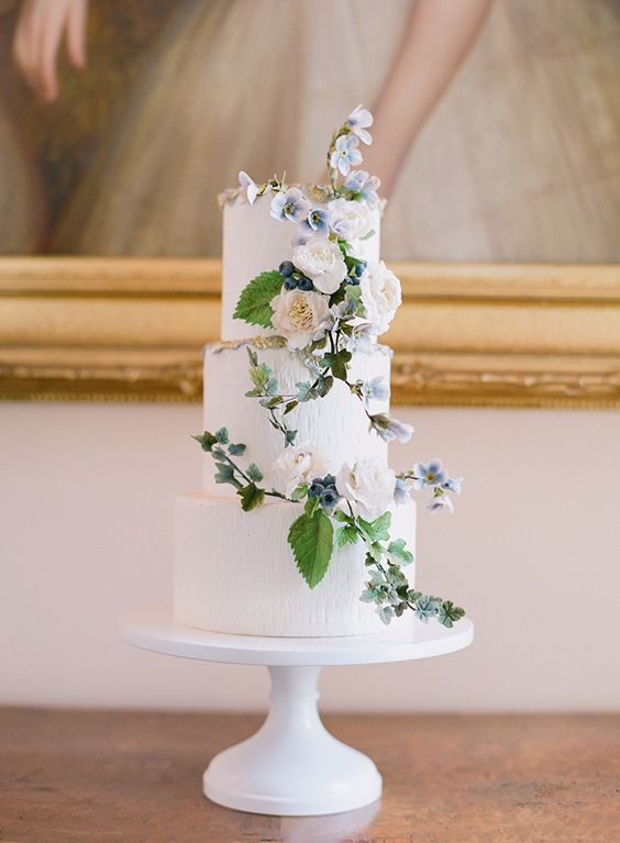 For a more classical look this 3 tiered Maggie Austin Cake is a beautiful example of clean lines and classic aesthetic