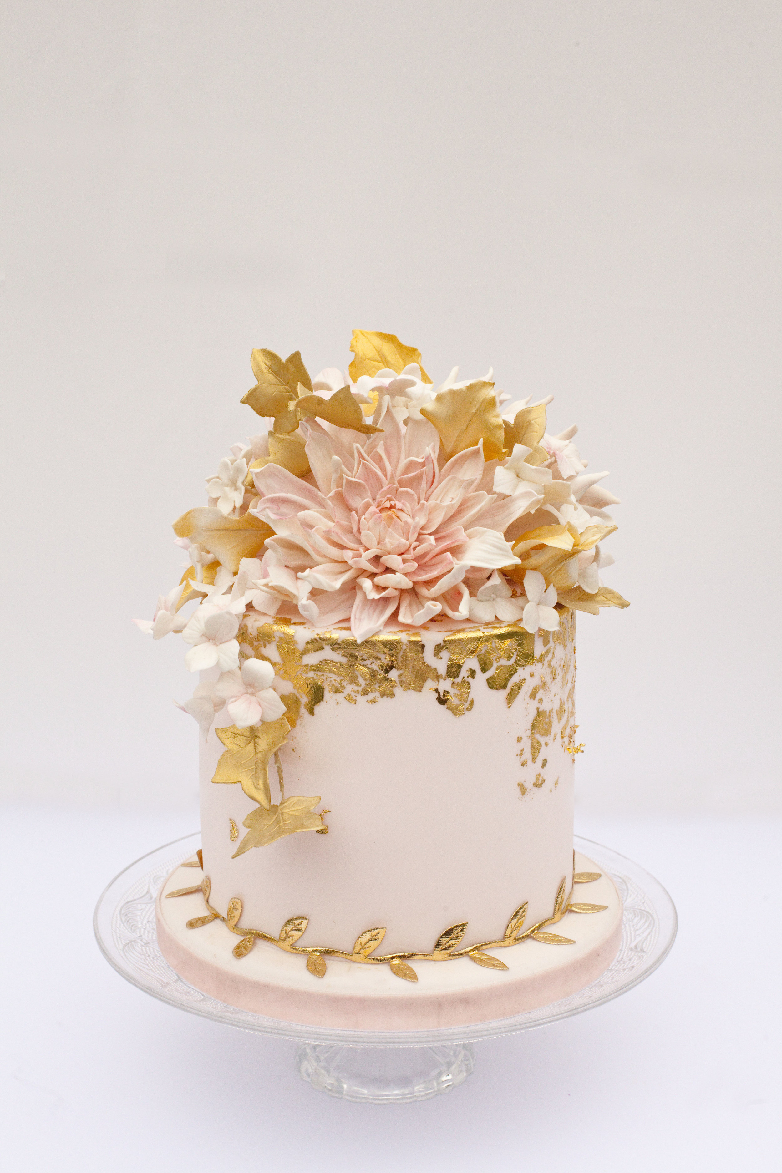 Who say single tiers can't make a statement? Cake: Cakes By Krishanthi, Image by Zosie Zacharia.
