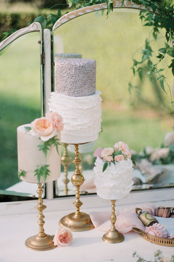 If a dessert table is something you have considered for your wedding then these cute single tier cakes are a perfect option. Cakes by Sweet Bakes