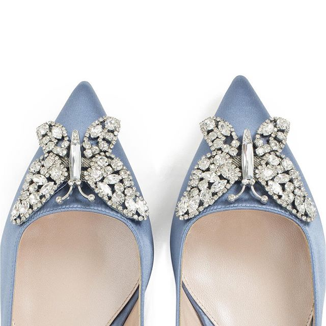 Are you having Something Blue? How about these beautiful @arunaseth shoes? 💙 • • • #somethingblue #weddingshoes #weddingideas #bridalstylist #brides #luxurywedding #weddingaccessories #styleandthebride #bridalstyle #arunaseth