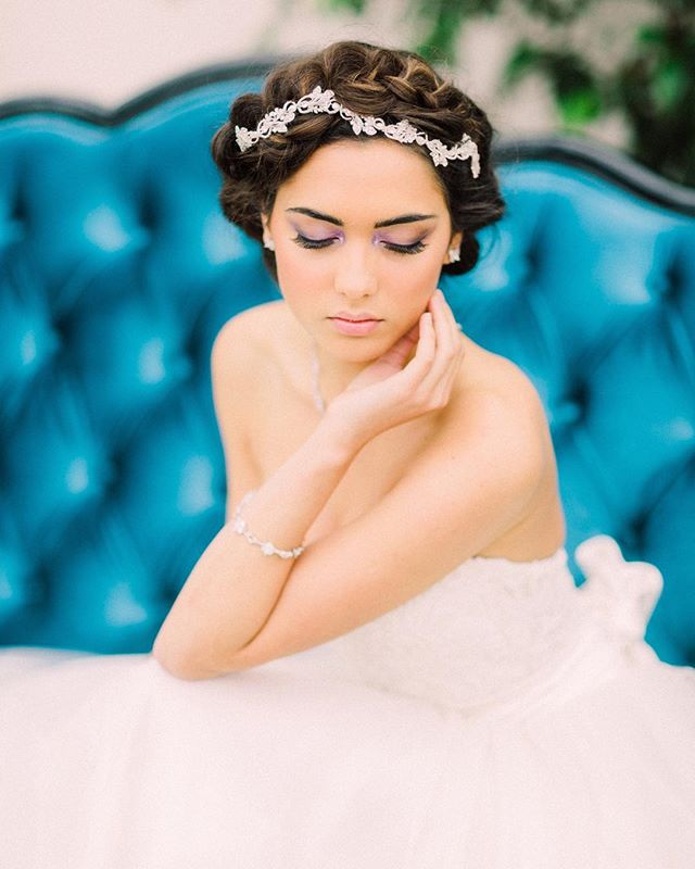 Beauty amongst the gardens • Image @sanshinephoto  Hair & makeup @victoriapercival_makeup  Dress @halfpennylondon Jewellery @ivoryandco Sofa from @loungeandlinger Styling @charlottemunrostylist • • •  #brides #weddingdress #bridalfashion #weddinginspiration #bridalstyle #personalshopper #weddingstylist #londonweddingplanner #weddingfashion #bridal #bridalstylist #wedstagram #bridesofinstagram #engaged #bridetobe #weddings #weddingdetails #weddingstyle #weddingday #weddinginspiration #weddingideas #weddingplanning