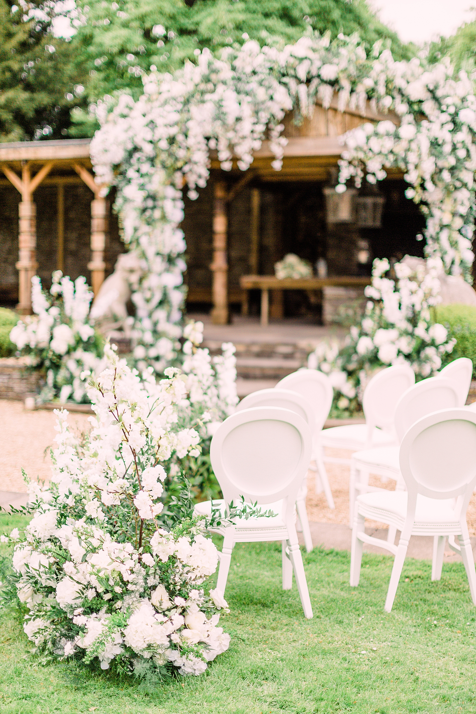 Charlotte Munro Weddings | Full the ultimate in timeless elegance and classical luxury wedding style, white floral's are the obvious choice. Today we're bringing you luxury summer wedding inspiration at the gorgeous wedding venue, Aynhoe Park in Oxfordshire.