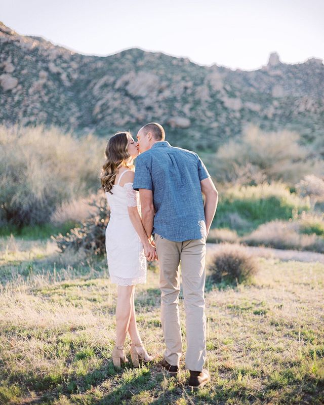 Nothing better than that desert glow ✨ Preparing a new blog with these two. Their fall wedding in Sedona this year cannot come soon enough! #arizonalove