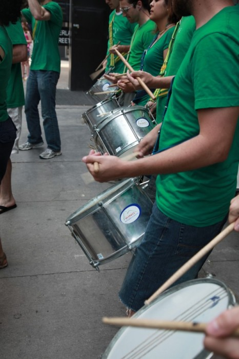 Samba Elégua performing for Liss Gallery