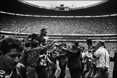 Pele on the Shoulder of Fans, 1970