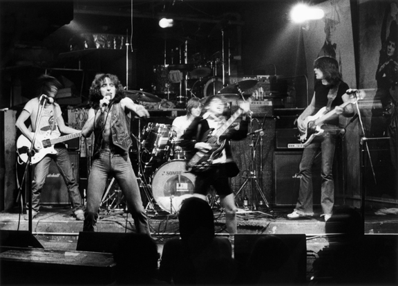 ACDC, 1977