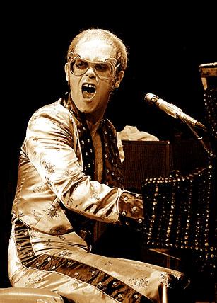 Elton Honolulu 1975.jpg