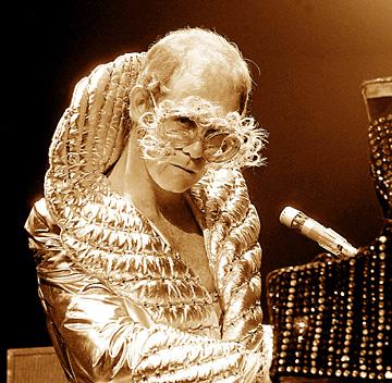 Elton Honolulu2 1975.jpg