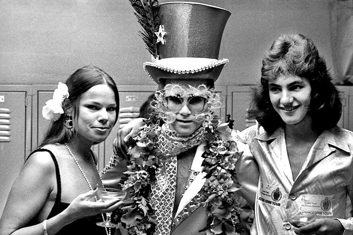 Elton9B.jpg