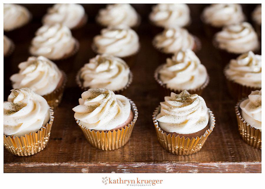 Vanilla gold wedding cupcakes