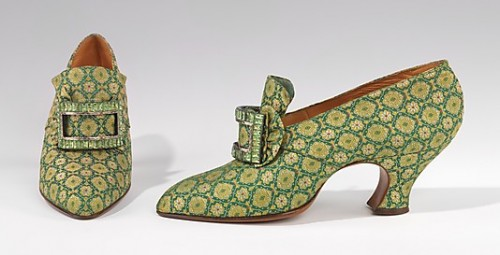 Shoes-Pumps-Evening-Pietro-Yantorny-Italian-1874–1936-1925–30-2009.300.1593a-b-500x255.jpg