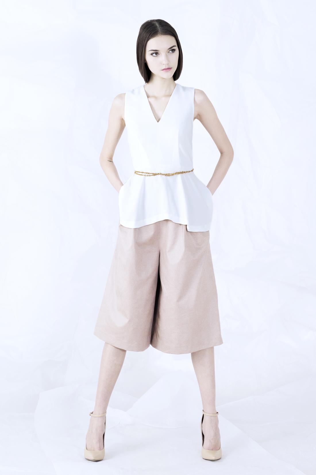 sr-vol02-hilary top-julian pants.jpg