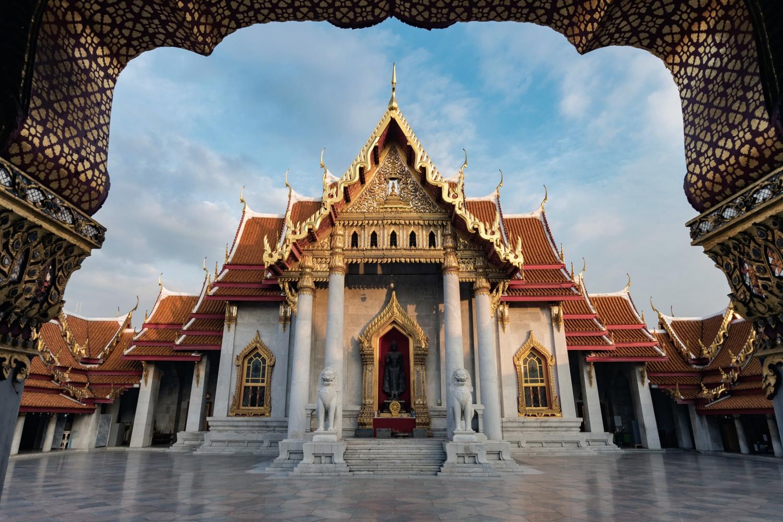 Wat Benchamabophit at sunset.