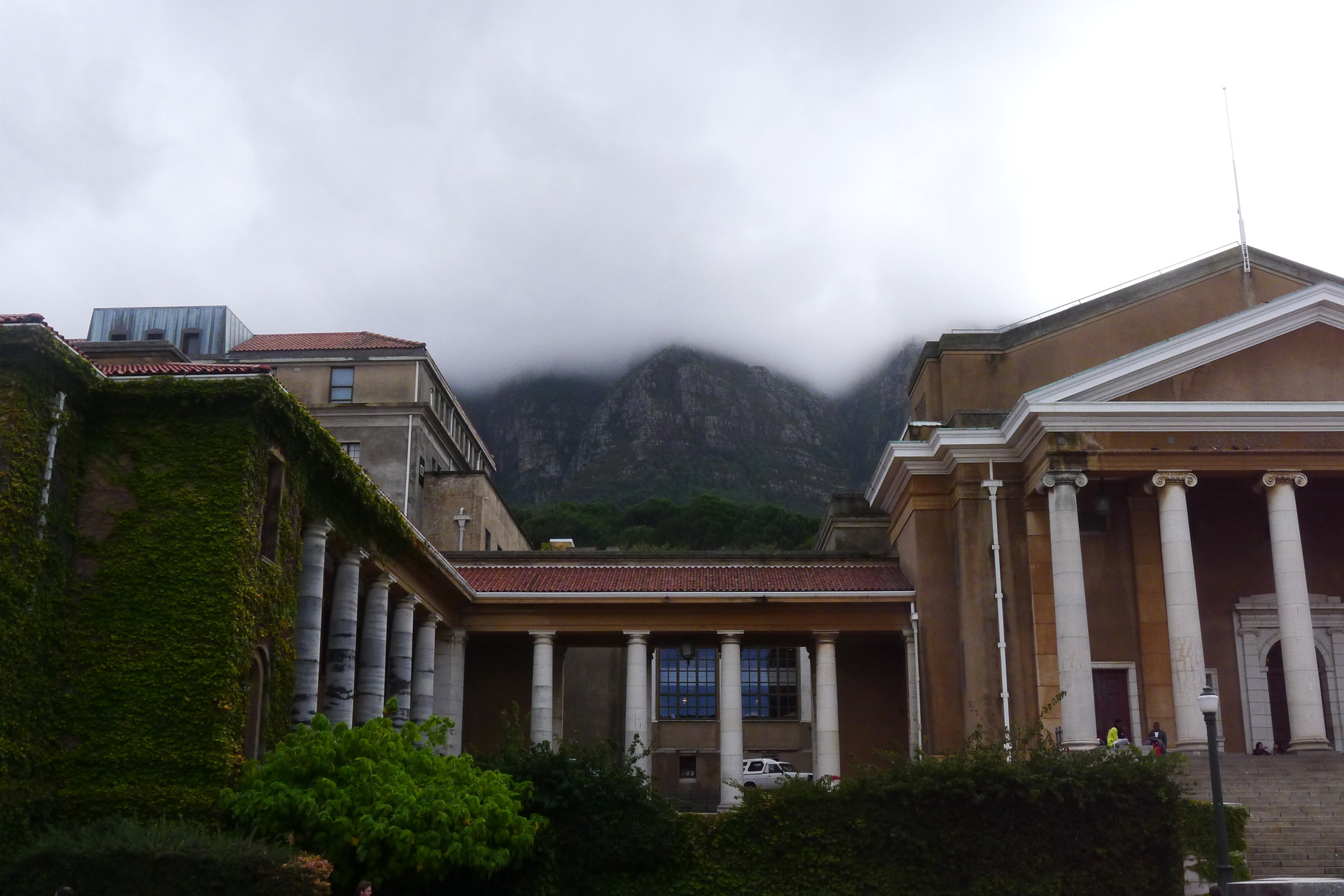 """The Table Cloth"" hanging over Table Mountain at Cape Town University"