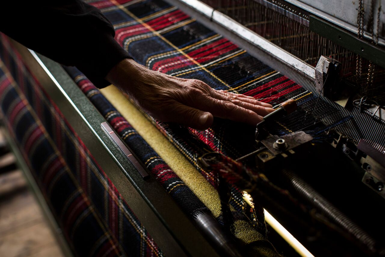 weave cloth by hand harris tweed