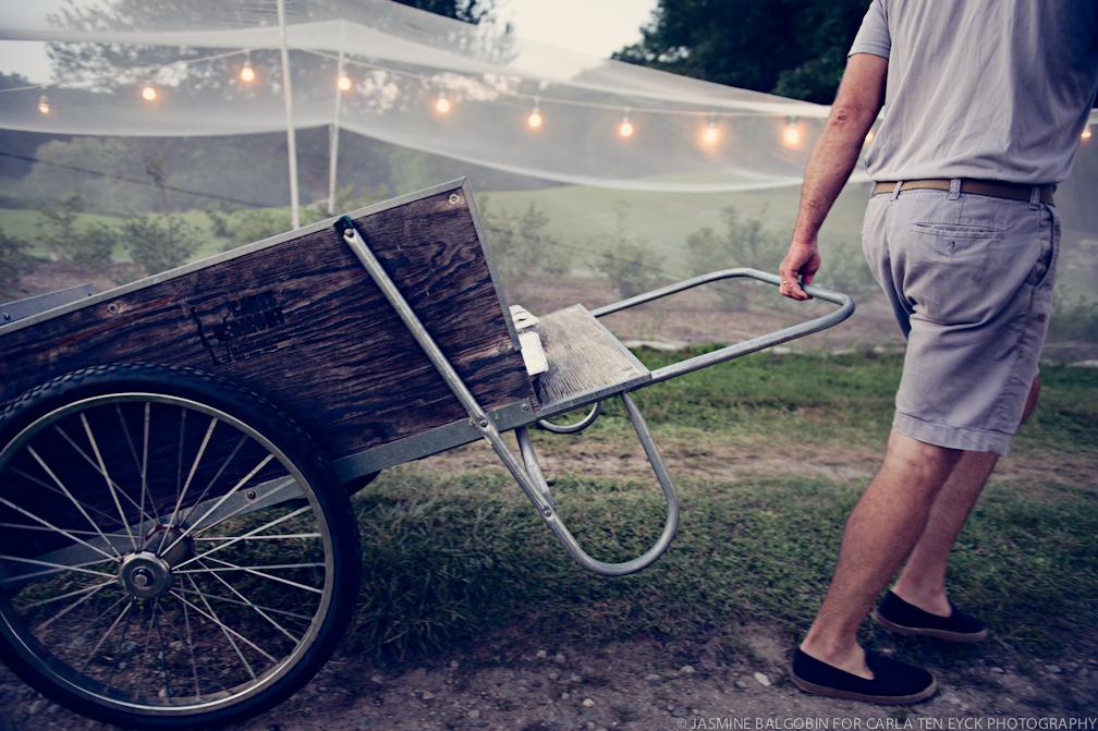 JASMINE_TARA_PHOTOGRAPHY_WHITE_GATE_Farm cart.jpg