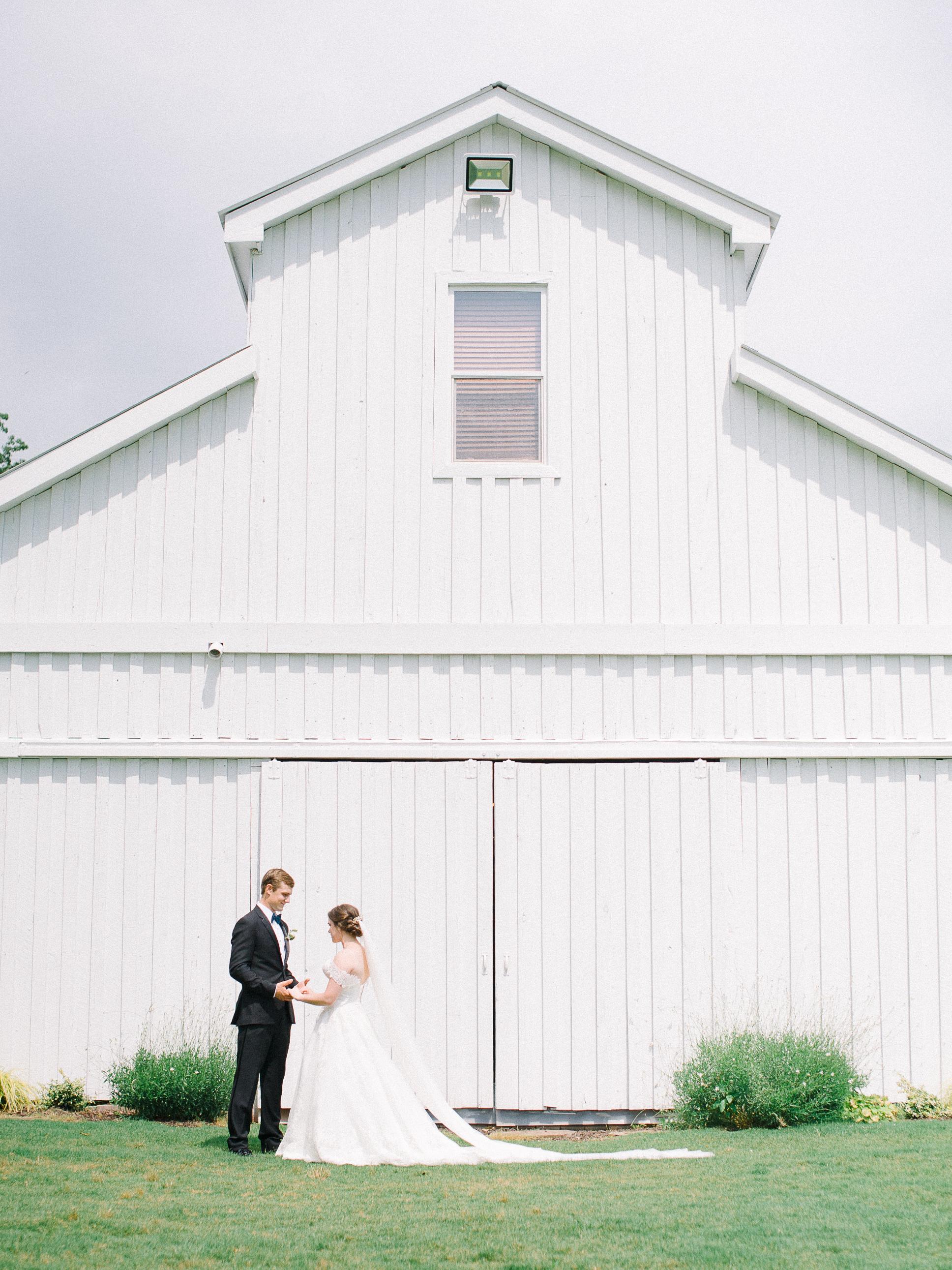 barn-at-tatum-acres-wedding-jasper-atlanta-wedding-photographer-fine-art-film-hannah-forsberg22.JPG