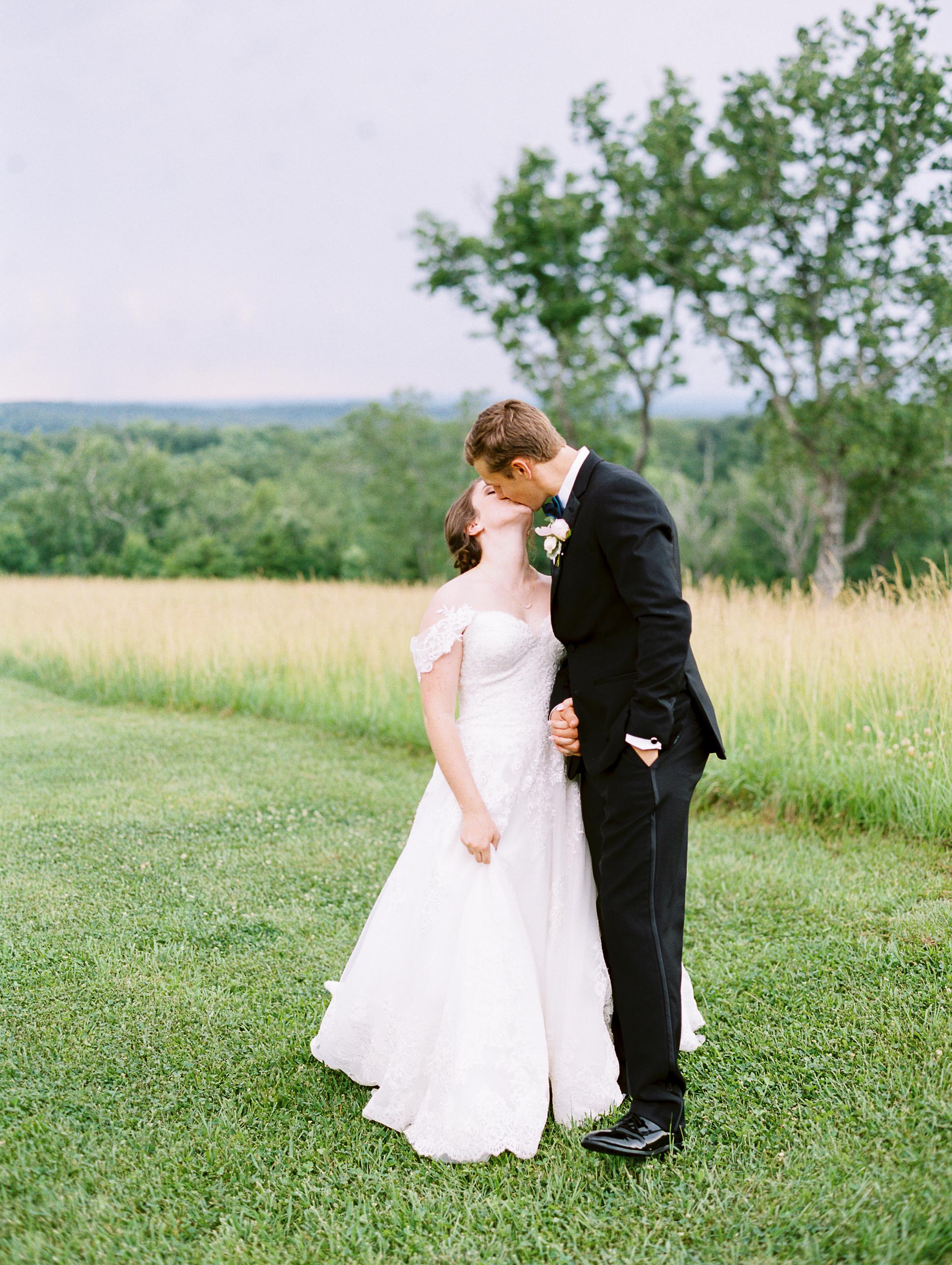 barn-at-tatum-acres-wedding-jasper-atlanta-wedding-photographer-fine-art-film-hannah-forsberg39.JPG