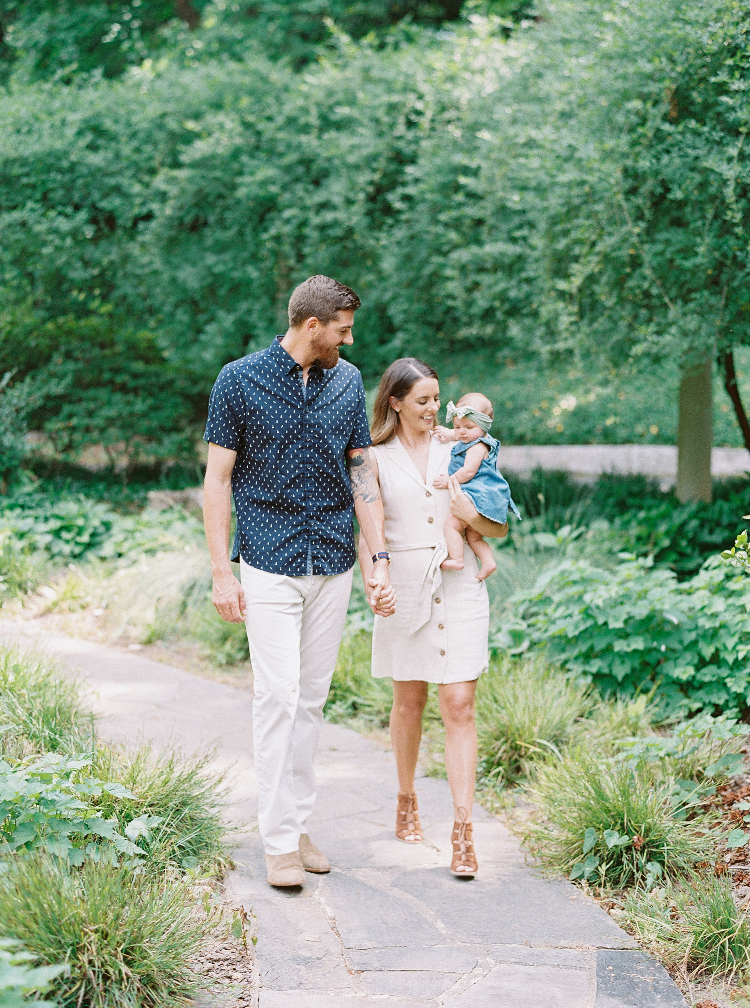 Cator-woolford-gardens-family-photos-atlanta-film-wedding-photographer-7.jpg