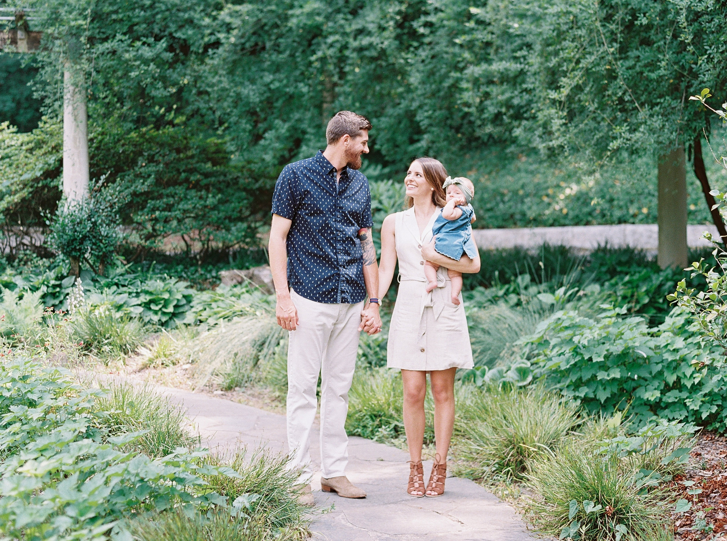 Cator-woolford-gardens-family-photos-atlanta-film-wedding-photographer-8.jpg
