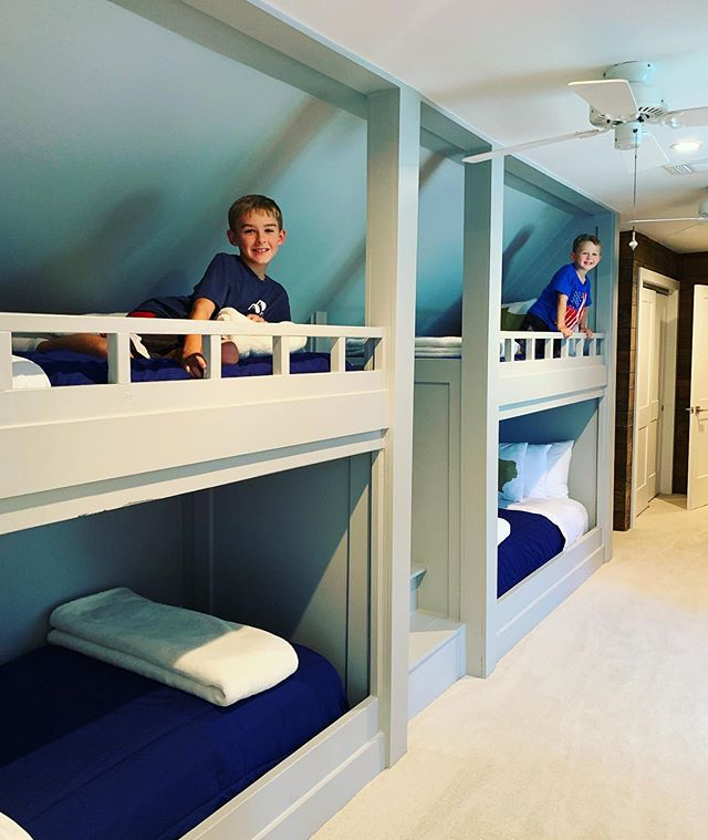 How cool are these custom bunk beds by @1805builders!? Lots of behind the scenes from their house in Alabama on our stories for 24 hours! #renovateadventures #alabama #lukeallenneedsatvshow #treehouse #bunkbeds