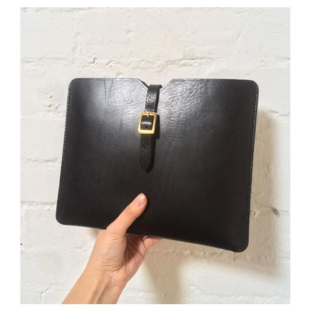 Only one tablet case left... contact me for deets.  Handmade from a beautiful Italian bubble grain heavy leather... protects and wears like a charm. 👌🏻