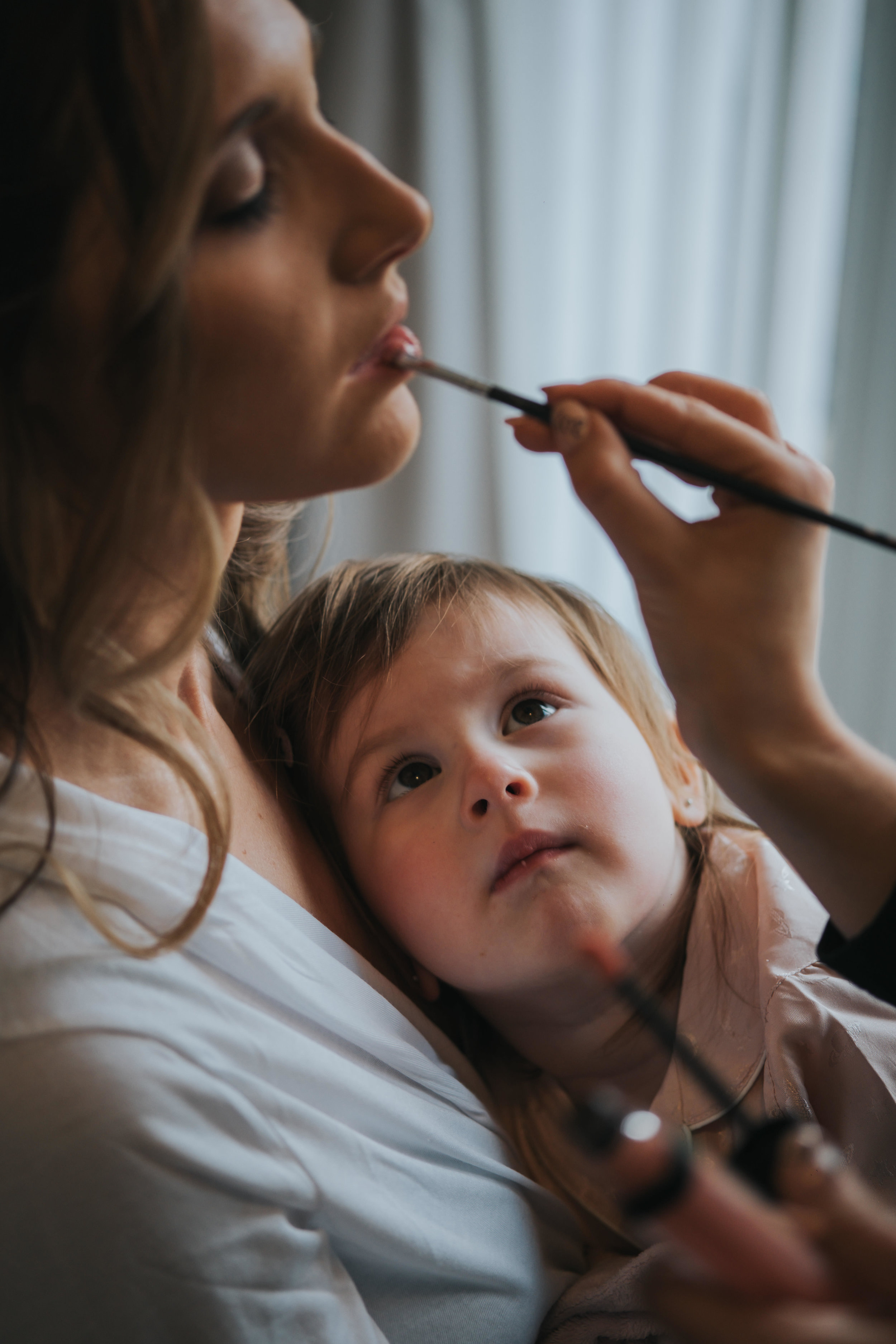 daughter and mother during bridal prep on their wedding day