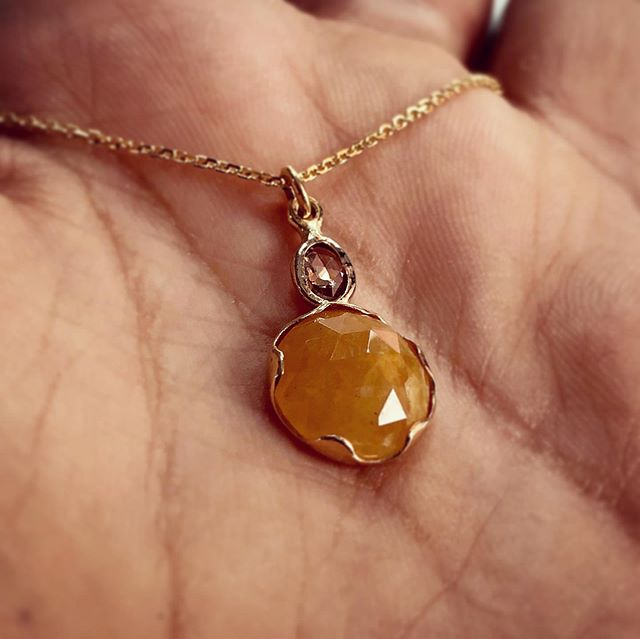 Yellow gold orange sapphire pendant with rose cut diamond #jewelry#pendant#necklace#handmadejewelry#localjewelry#rosecutdiamond#orangesapphire#localbusiness#brooklynjewelry#brooklynboutique#giftideasforher#jewelrygiftideas#yellowgold#finejewelry#daintynecklace#jewelryoftheday#jewelrymaking